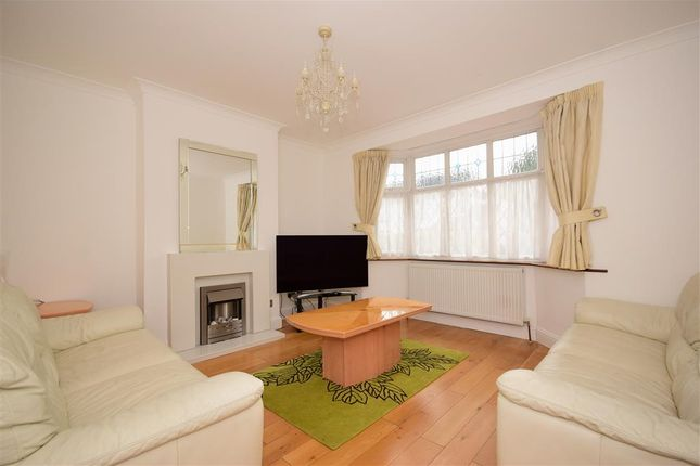 Family Room of Ellesmere Close, London E11