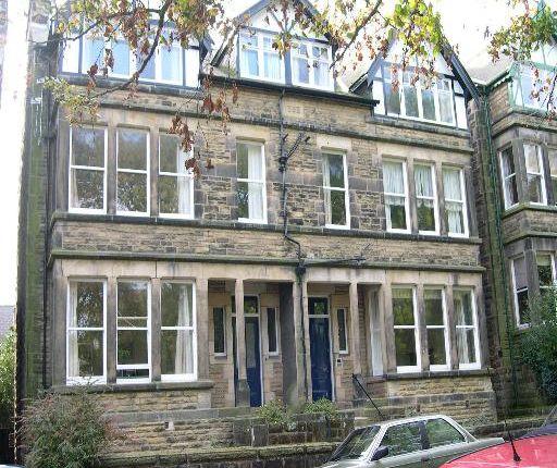 2 bed flat to rent in Harlow Moor Drive, Harrogate