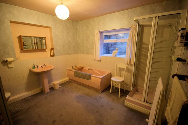 Family Bathroom of The Coppice, Poynton, Stockport SK12