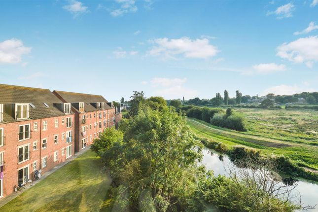 2 bed flat to rent in Willow Tree Close, Lincoln LN5