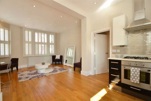 2 bed flat to rent in Hartismere Road, London