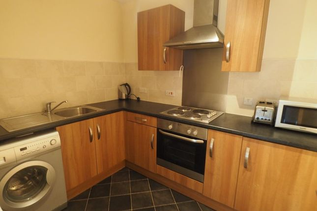 Thumbnail Flat for sale in Old Harbour Court, Wincolmlee, Hull