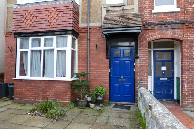 Thumbnail Flat to rent in Valencia Road, Worthing