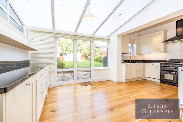 Flat to rent in Highfield Road, Northwood, Middlesex