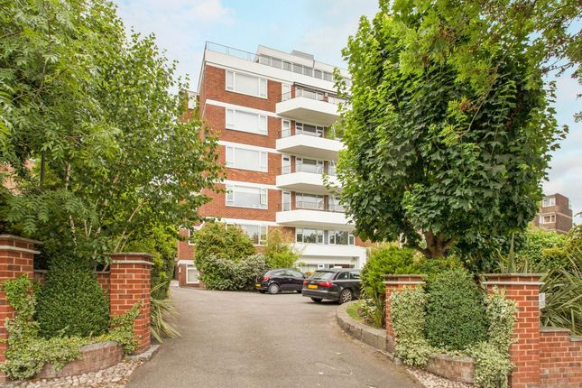 Thumbnail Flat to rent in Victoria Drive, London