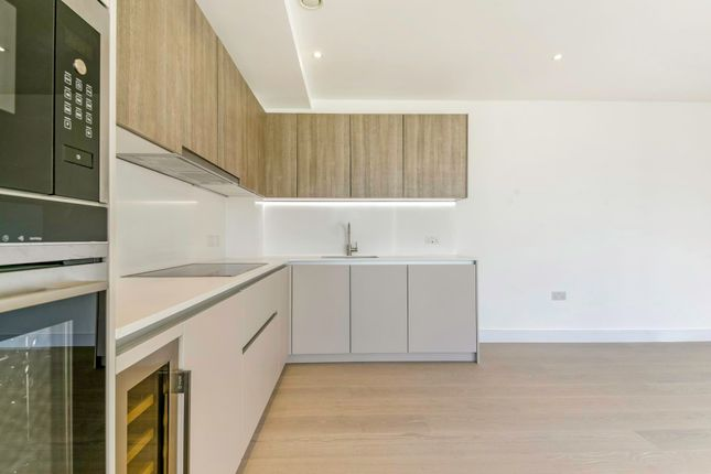 Thumbnail Flat to rent in The Avenue, Queens Park, London