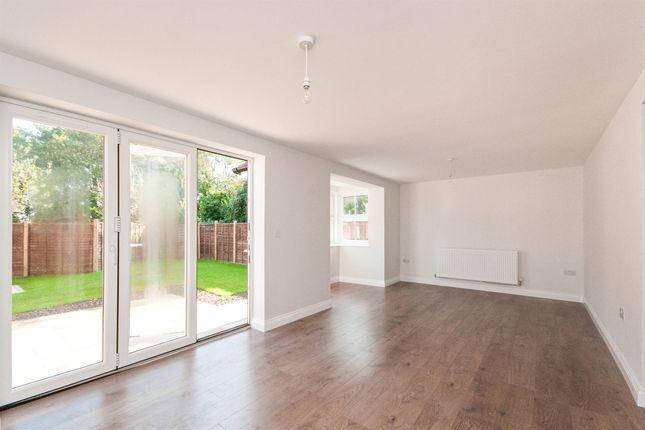5 bed detached house for sale in London Road, Hailsham BN27