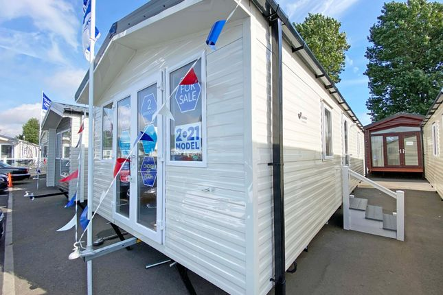 2 bed mobile/park home for sale in Walton Avenue, Felixstowe IP11