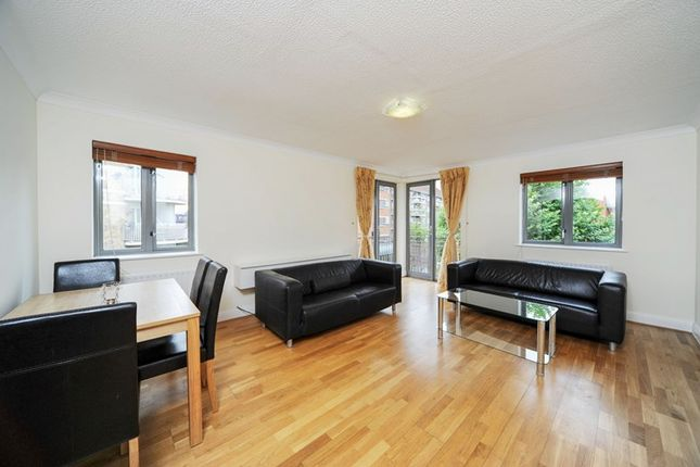 Thumbnail Flat to rent in Grenade Street, London