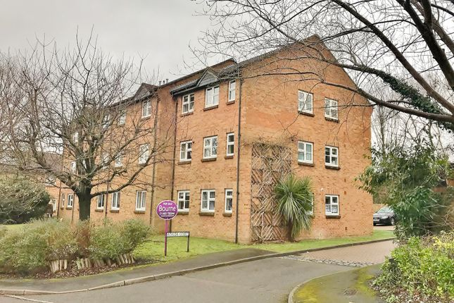 Thumbnail Flat for sale in Azalea Court, Hook Heath, Woking