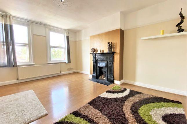 3 bed flat for sale in East Barnet Road, East Barnet EN4