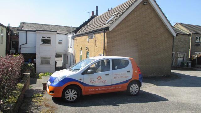 Thumbnail Flat to rent in Bradford Rd, Birkenshaw, Bradford