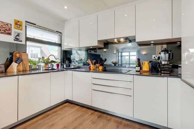 Thumbnail Flat to rent in Spring Grove, Brentford