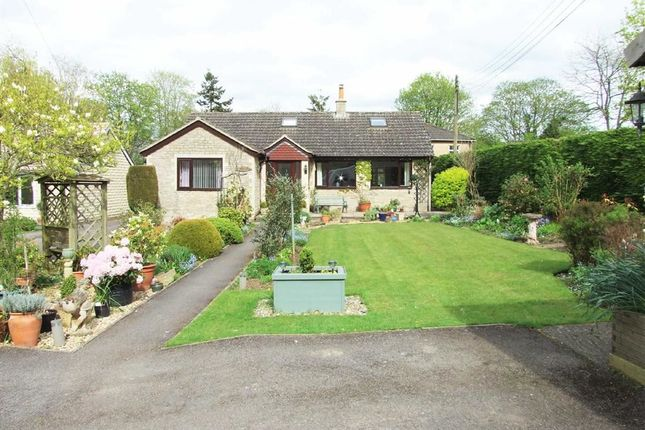 3 bed detached bungalow for sale in The Spa, Melksham