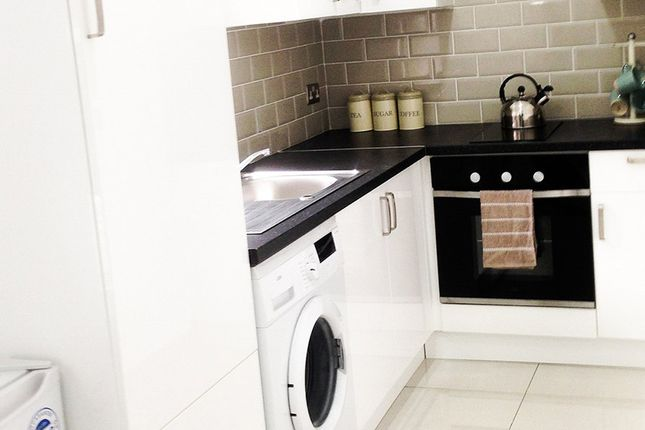 Thumbnail Property to rent in Cromer Place, Leeds