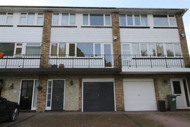 Thumbnail Town house to rent in Valley Drive, Sevenoaks