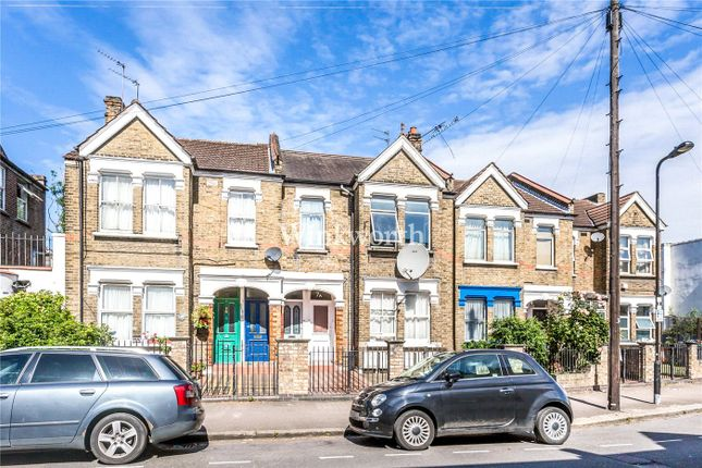 3 bed flat for sale in Grove Road, London N155Hj