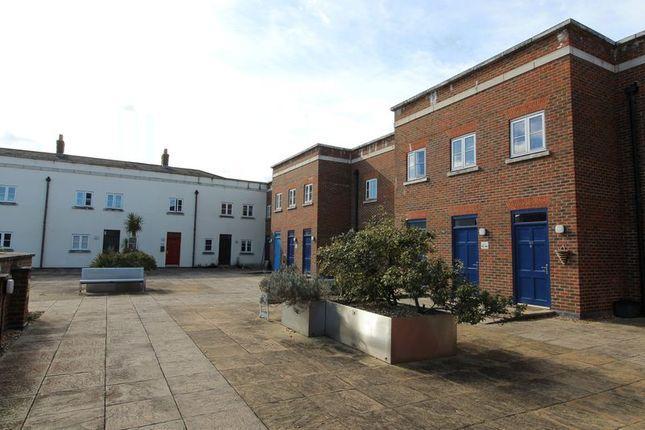 Thumbnail Flat to rent in Wedgewood Street, Fairford Leys, Aylesbury, Bucks