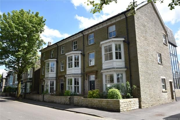 Flat for sale in Otter Court, Buxton