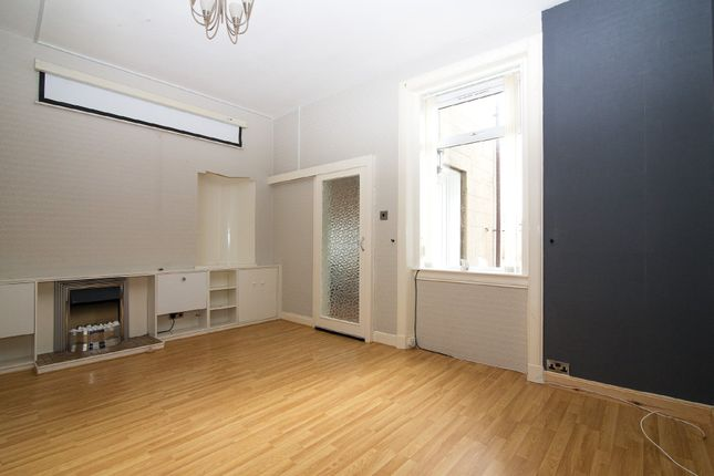 Thumbnail Flat to rent in King Street, Kirkcaldy