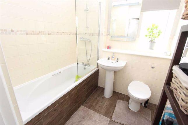 Family Bathroom of Baden Drive, London E4