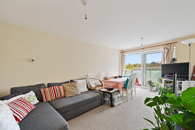 2 bed flat for sale in Basinghall Gardens, Sutton SM2