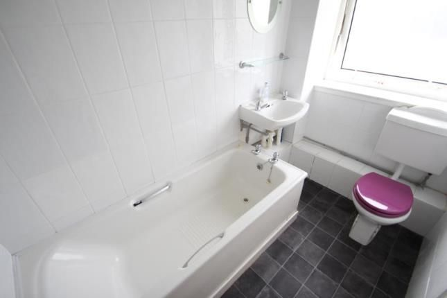 Bathroom of Sir Michael Place, Paisley, Renfrewshire PA1
