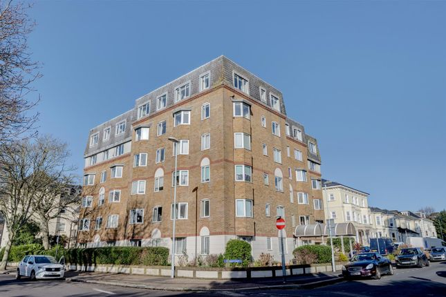 Thumbnail Flat to rent in Oakland Court, Gratwicke Road, Worthing