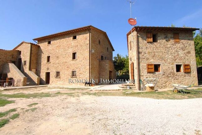 6 bed farmhouse for sale in Monterchi, Tuscany, Italy