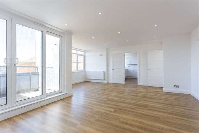 Thumbnail Flat to rent in Oxford Road East, Windsor, Berkshire