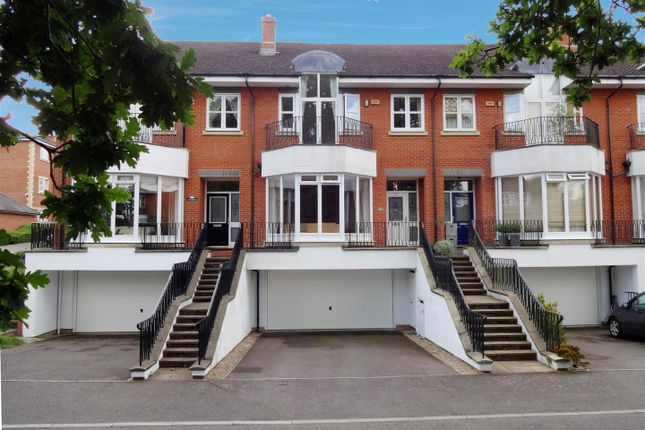 Thumbnail Property for sale in Cambridge Square, Redhill