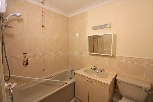 Bathroom of Spiceball Park Road, Banbury OX16