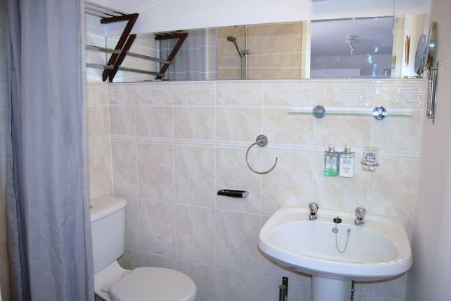 Room 2 Ensuite of Moniton Estate, West Ham Lane, Basingstoke RG22