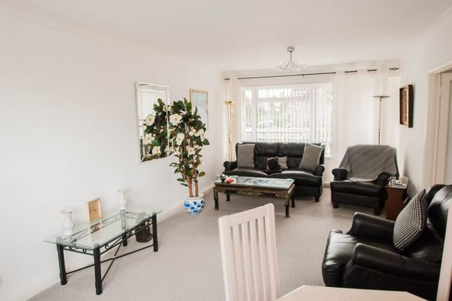 Thumbnail Flat for sale in Perivale Lane, Perivale, Greenford