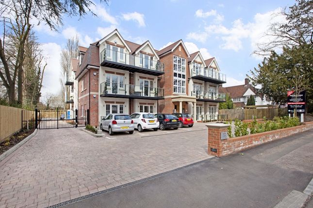 Thumbnail Flat to rent in Saxby Court, Aldenham Road, Bushey, Watford