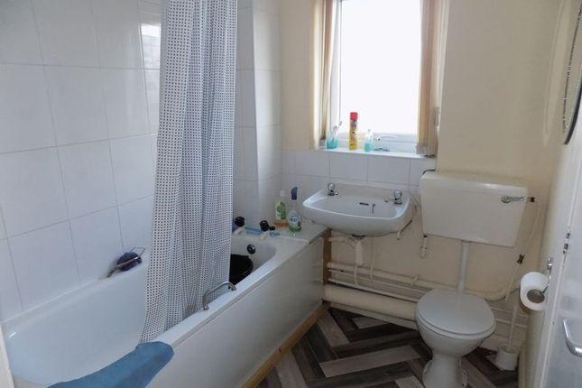 Bathroom of Darnay Lane, Bradford BD5