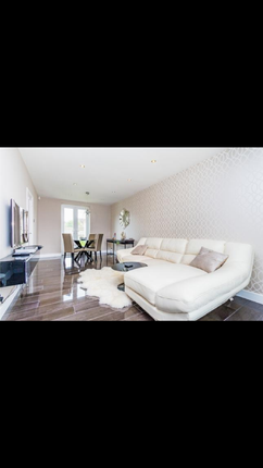 Thumbnail Terraced house to rent in Long Reading Lane, Slough