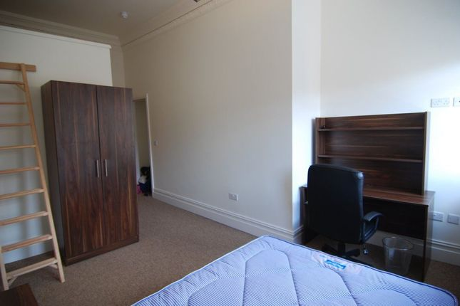 Thumbnail Flat to rent in Triangle South, Clifton, Bristol
