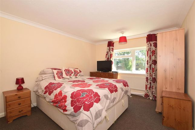 Thumbnail Flat for sale in Roodegate, Basildon, Essex