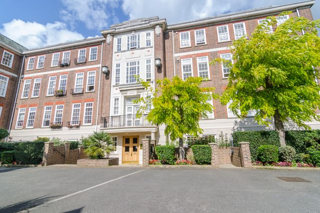 Thumbnail Flat for sale in Lulworth Court, Southgate