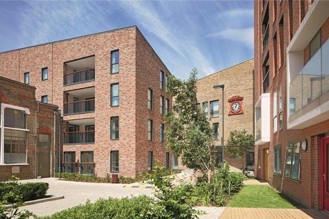 Thumbnail Flat to rent in Austin Street, London