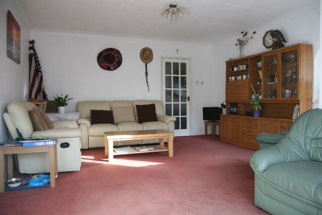 Flats to Let in Walpole Road, London E18 - Apartments to