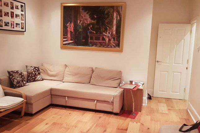 2 bed flat to rent in Whitchurch Lane, Edgware