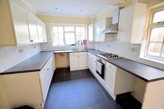 Thumbnail Terraced house to rent in Queens Road, Leigh-On-Sea