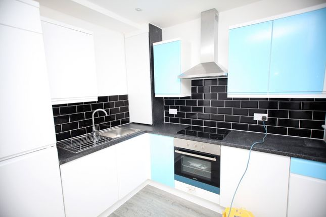 Thumbnail Town House To Rent In Renters Avenue, London