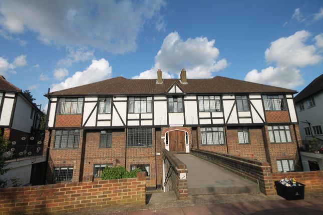 Thumbnail Flat to rent in Foxgrove Avenue, Beckenham
