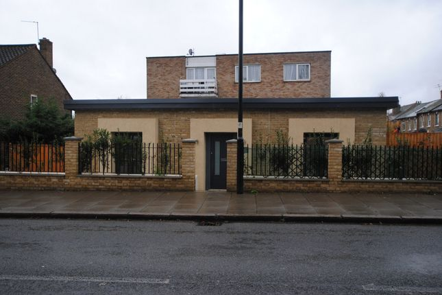 Thumbnail Bungalow to rent in Boston Road, Hanwell