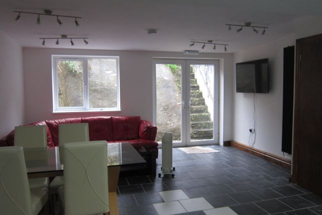 Thumbnail Shared accommodation to rent in Queen Street, Treforest, Pontypridd