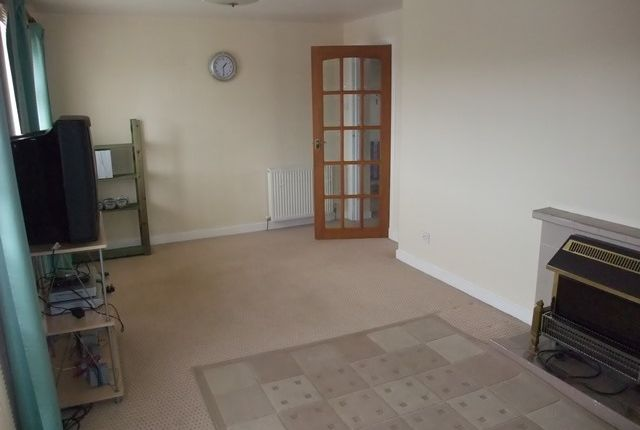 Thumbnail Flat to rent in Croall Place, Kelty, Fife
