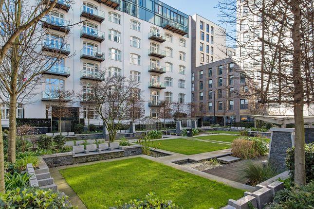 Thumbnail Flat for sale in Leman Street, London